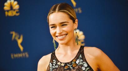 Emilia Clarke-nak eljárt a szája! A színésznő elárulta az édesanyjának, hogyan zárul a Trónok harca