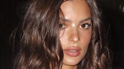 Emily Ratajkowski most már női test alakú fülbevalókat is árul