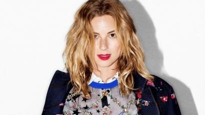 Emily VanCamp a Nylon magazin címlapján pózol