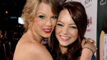 Emma Stone hozta össze Taylor Swiftet új pasijával