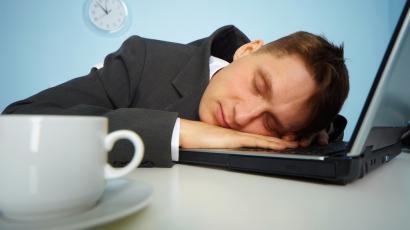 Ennél kényelmesebben még nem aludtál a munkában!