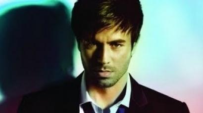 Enrique Iglesias újra spanyolul énekel