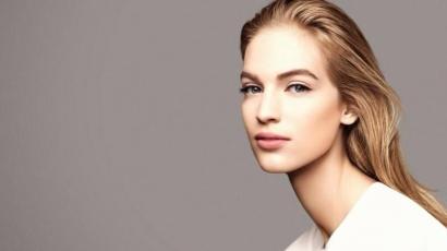 Itt a Chanel új sminkkollekciója Axente Vanessával