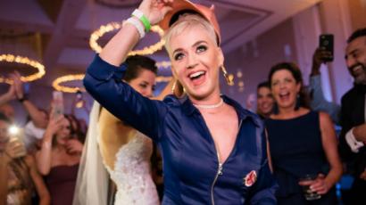 Esküvőre lógott be Katy Perry