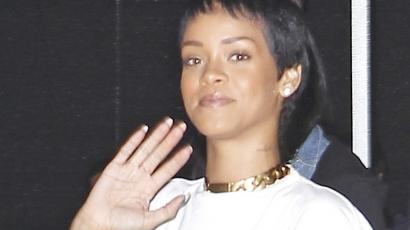 Extra rövidre vágatta haját Rihanna