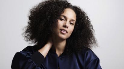 Extrém frizurával lepte meg rajongóit Alicia Keys
