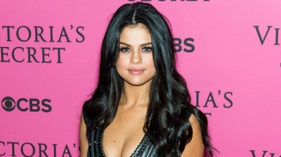 Ezért viselt kék kontaktlencsét Selena Gomez a VSFS-n