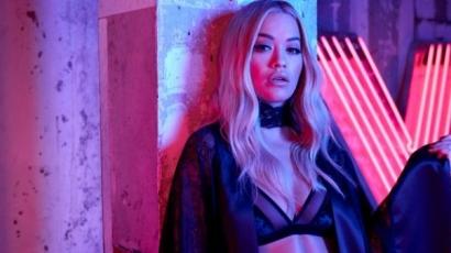 Fehérneműben mutatta meg kifogástalan alakját Rita Ora