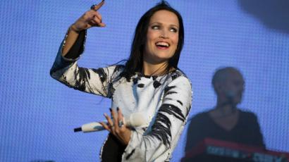 Fellépésen lepte meg rajongóját Tarja