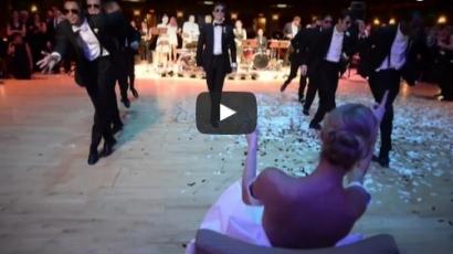 Tátva marad a szád, ha meglátod, milyen tánccal lepte meg a vőlegény a menyasszonyt