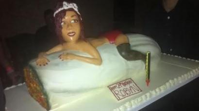 Füves tortát kapott Rihanna