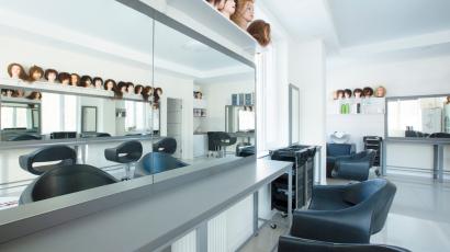 Gazdag parókakínálat a Rose Hair Stúdióban