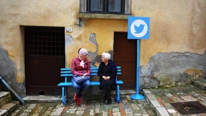 Görbe tükröt mutattak az olaszok az internetezőknek – ilyen a közösségi média a valóságban