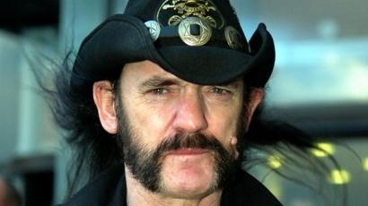 Gyász: Elhunyt a Motörhead frontembereként ismert Lemmy
