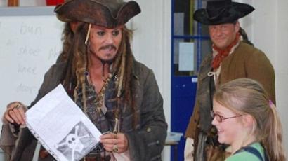 Gyerekekhez látogat el Jack Sparrow kapitány