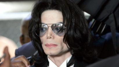Gyermekei mindig magukkal hordják Michael Jackson hamvait