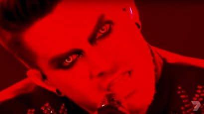 Halloween alkalmából riogatta a közönséget Adam Lambert