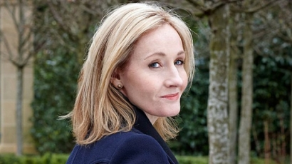Hamarosan az üzletek polcaira kerül J. K. Rowling legújabb regénye