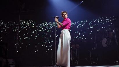 Harry Styles elhalasztotta turnéját: a budapesti időpont is érintett