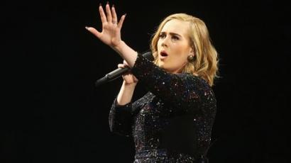 Hatalmas siker: Adele legutóbbi albuma gyémánt minősítést szerzett