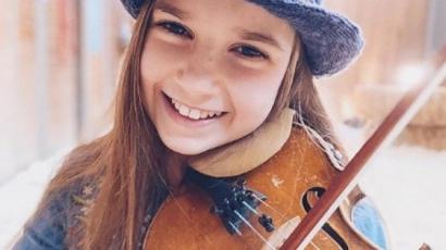Hihetetlen! Egy 10 éves kislány adja elő a legjobb Shallow feldolgozást