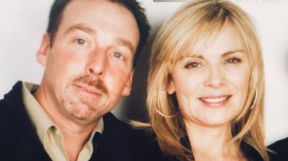 Holtan találták Kim Cattrall testvérét