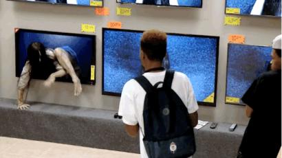 Így ijesztgették A kör című horrorfilmmel az embereket egy áruházban – videó