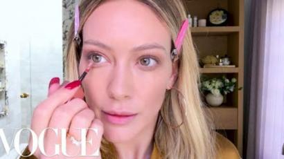 Így készül Hilary Duff 15 perces bronzos sminkje