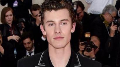Így készült Shawn Mendes aranyszínű haja
