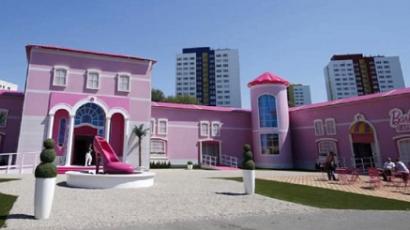 Így néz ki Barbie életnagyságú otthona