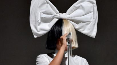 Így néz ki Sia paróka nélkül