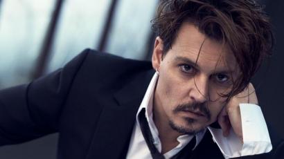 Így szórakoztatta a gyanútlan járókelőket Johnny Depp – videó