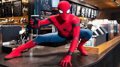 Ilyen az, amikor Pókember beugrik a Starbucksba – videó