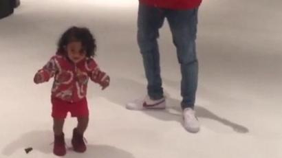 Ilyen cukin táncol Chris Brown kislánya