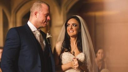 Ilyen varázslatos esküvőt még nem láttál! A Harry Potter-sorozat ihlette a szerelmespár menyegzőjét