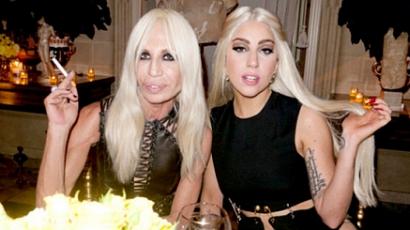 Íme, Lady Gaga első versacés reklámfotója