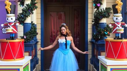Itt az új divat: öltözz minden nap Disney-hercegnőnek, nem számít hány éves vagy!