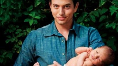 Jackson Rathbone megmutatta kisfiát