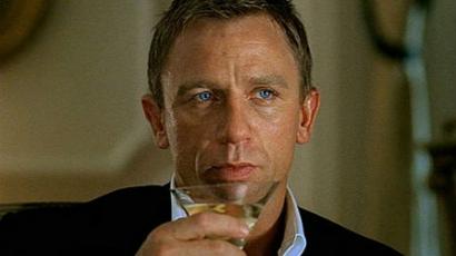 James Bond mostantól sört iszik