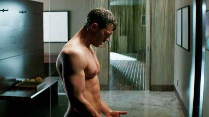 Jamie Dornan imád a zuhany alatt énekelni