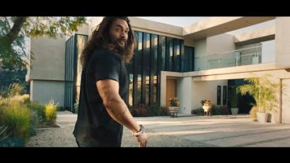 """Jason Momoa vicces reklámban mutatta meg, hogy is néz ki """"valójában"""""""