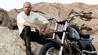 Jason Statham imádott a babakocsiból kiesni