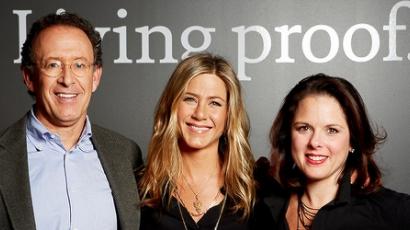 Jennifer Aniston hajápolókba fektetett