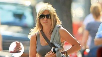 Jennifer Aniston tetoválást varratott
