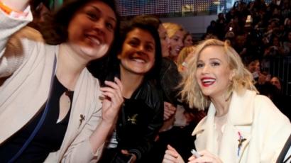 Jennifer Lawrence nem szelfizik többé a rajongóival