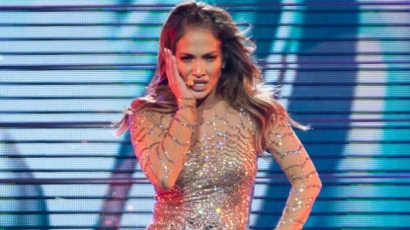 Jennifer Lopez sírásban tört ki a színpadon