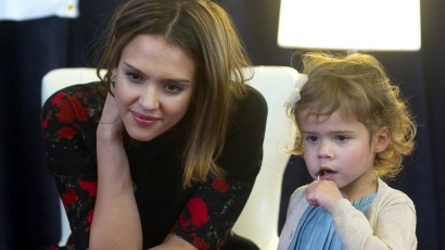 Jessica Alba szigorú gyermekéhez