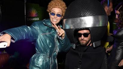 Jessica Biel férjének, Nina Dobrev Billie Eilish-nek öltözött be a Casamigos Halloween-buliján