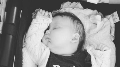 Jessica Simpson egy hónapos babájáról posztolt