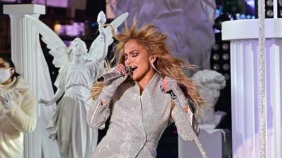 J.Lo könnyezve emlékezett meg a koronavírus áldozatairól - nézd meg szilveszteri előadását!